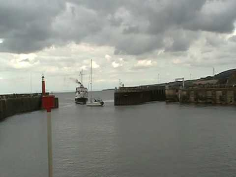 Balmoral & yacht close call at Watchet harbour.