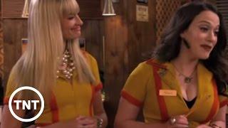 La 3ª temporada | Dos chicas sin blanca | TNT