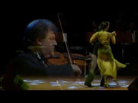 Şevval Sam'ın dansı.. Hamza Zeytinoğlu ve kemanda Cihat Aşkın'ın eşliğinde.  10 Aralık 2013