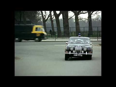Robbery (1967) - the car chase