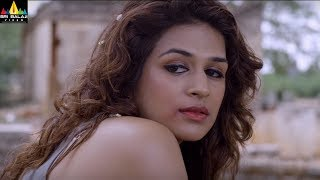 Repeat youtube video Guntur Talkies Movie Shraddha Das Romance Scenes Back to Back | Sri Balaji Video
