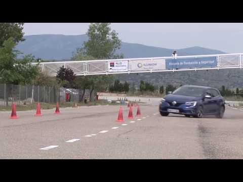 Renault Mégane 5p GT TCe 205 CV. Maniobra De Esquiva (moose Test) Y De Eslalon | Km77.com