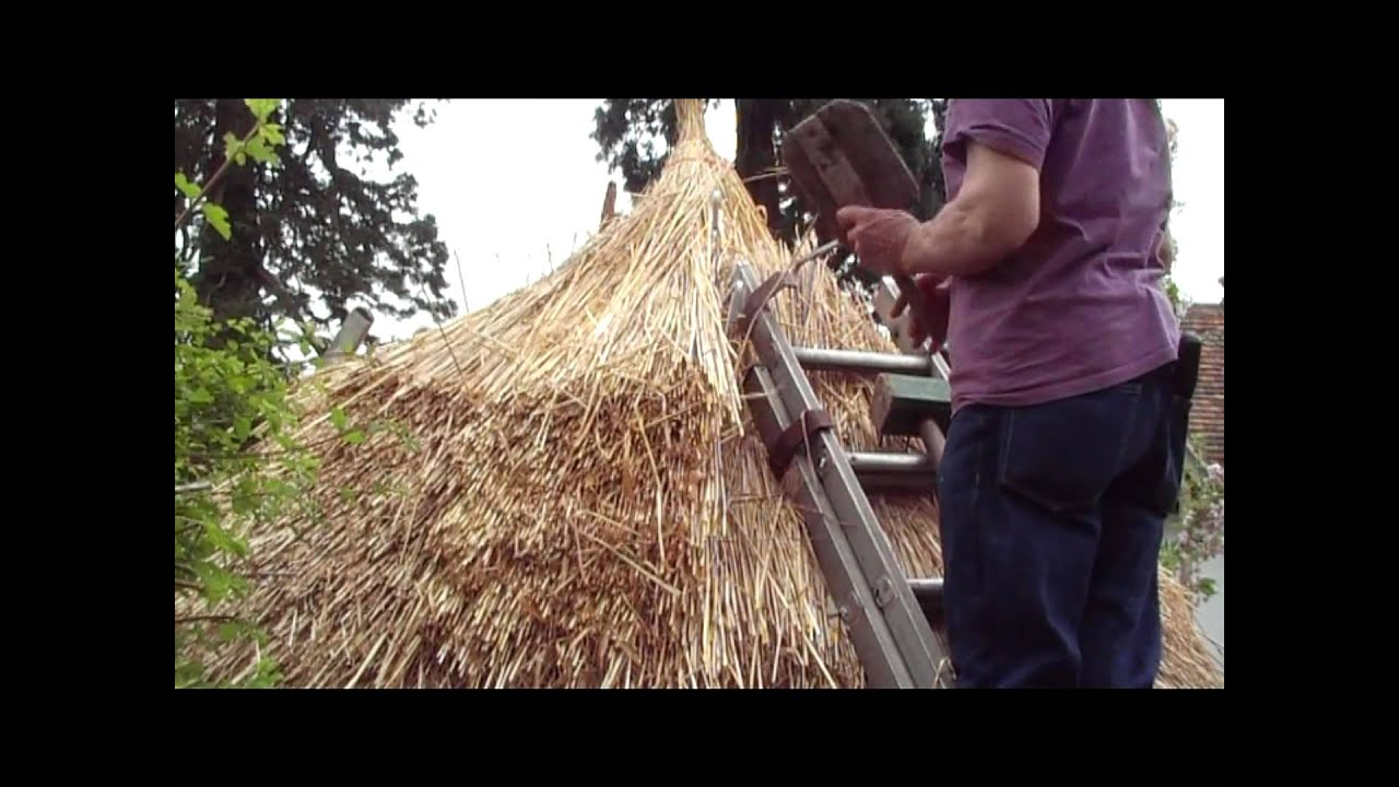 Thatching A Round Straw Roof Iron Age Hut Thatch Style