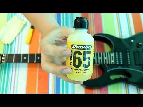 How to clean guitar fretboard by the lemon oil