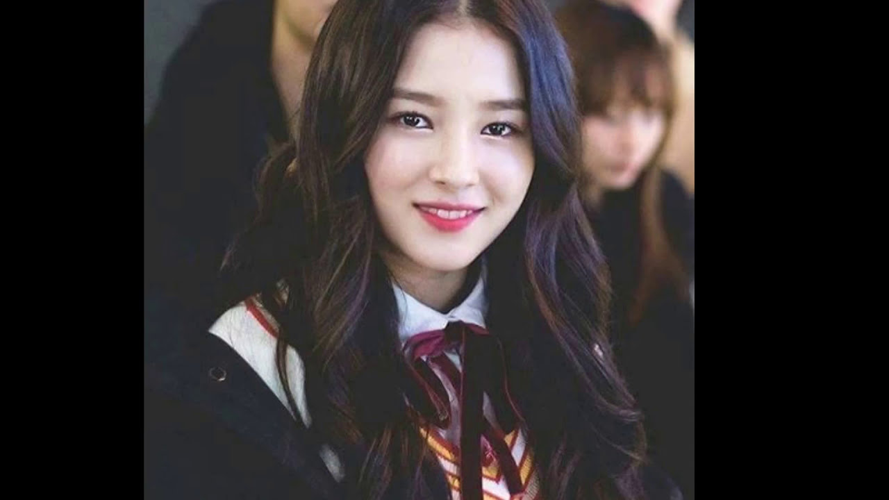 Girl With Camera Hd Wallpaper Momoland I Met Nancy Youtube
