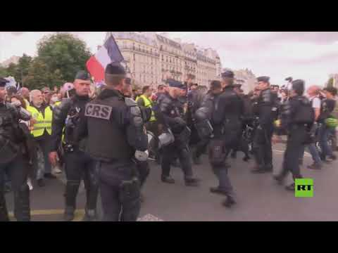 احتجاجات حاشدة في باريس ضد توسيع نطاق تطبيق الشهادة الصحية