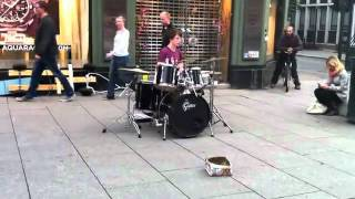 Виртуоз-барабанщик/Virtuoso drummer