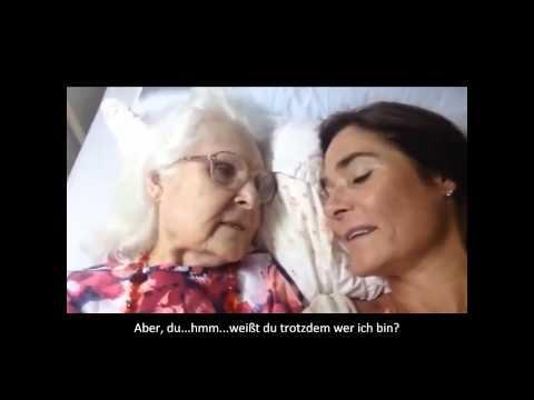 Mama mit Alzheimer, die letztlich ihre Tochter erkennt