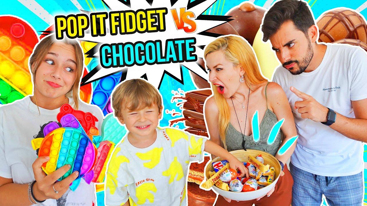 CHOCOLATE vs POP IT   Familia Carameluchi