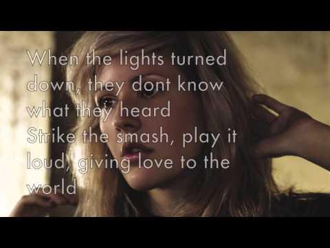 Piano Karaoke/Instrumental - Burn - Ellie Goulding with lyrics