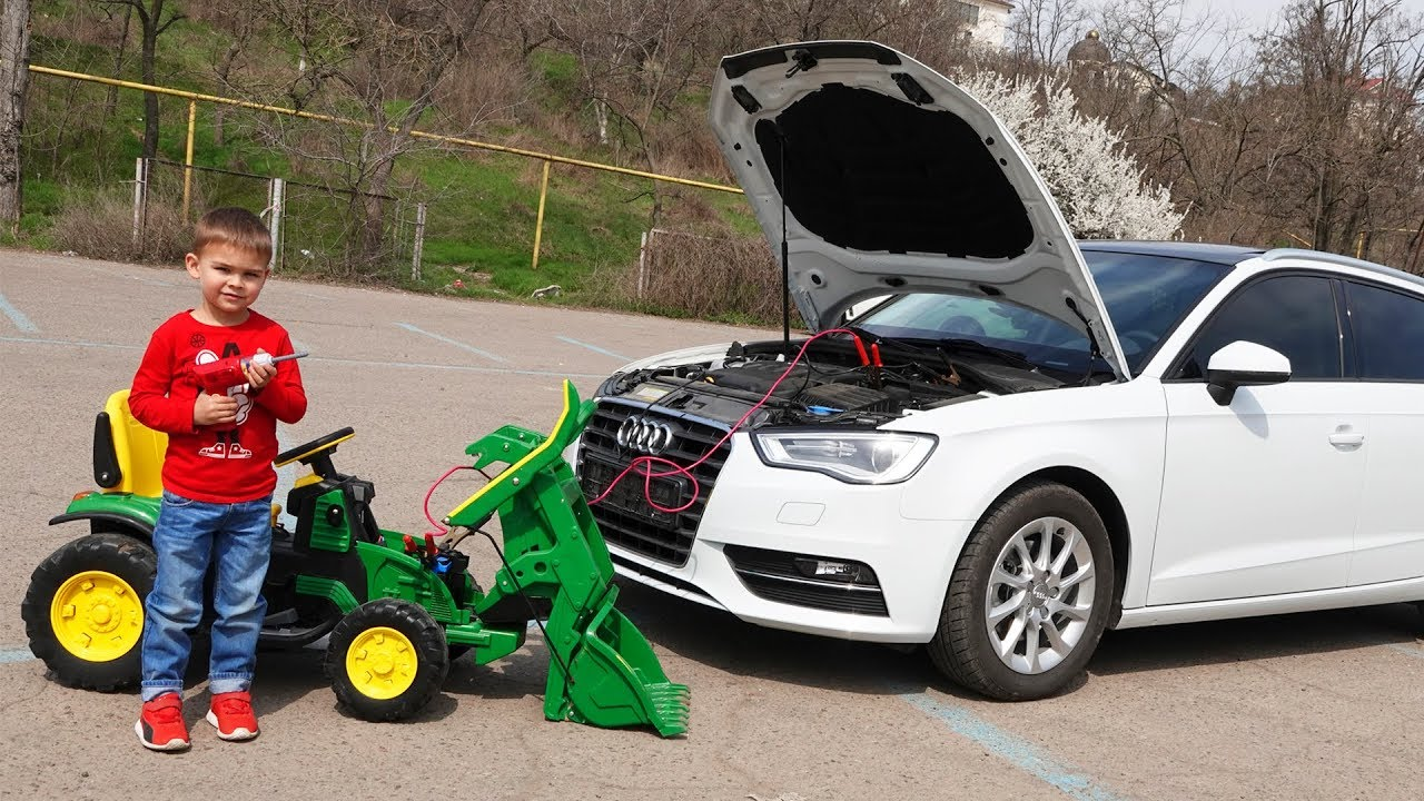 Audi A3 is broken - Dima on tractor helps to repair the car