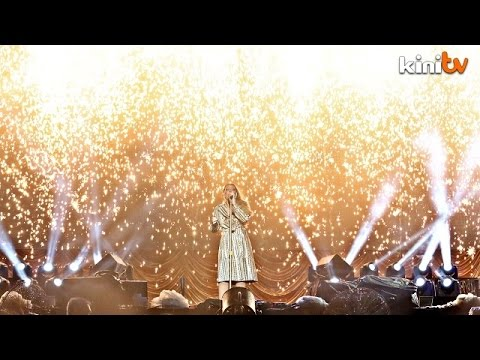Malaysian fans get a taste of Mariah Carey live