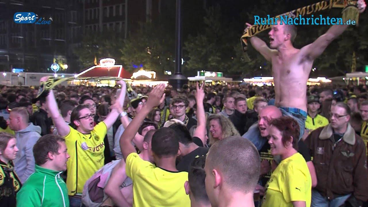 Trauer bei den Fans des BVB beim Public Viewing