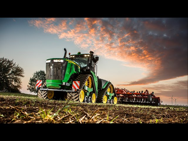 The new John Deere 9RX series tractor at work (night time)