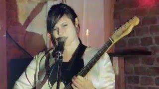 """Naima Husseini """"Sterne"""" Hotel Session"""