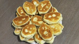 Pan-fried pies (cakes, patties) with cabbage filling - vegetarian recipe