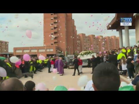 La comunità di Cisterna di Latina ha dato l'ultimo saluto ad Alessia e Martina
