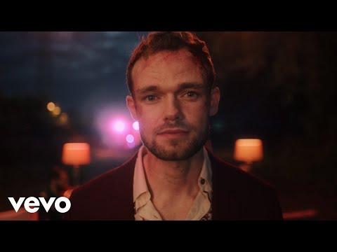 Смотреть клип James Tw - Hopeless Romantics