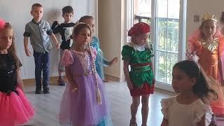 Elif tiyatro dersinde şov var , eğlenceli çocuk videosu