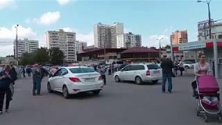 Таксисты на пешеходной зоне у метро Новогиреево 20180523 130304