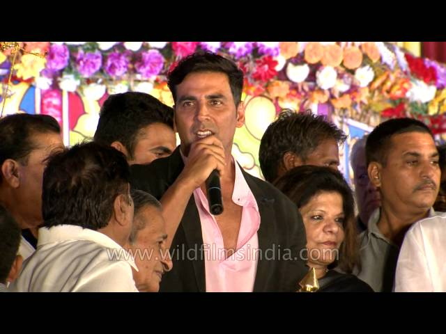 Bollywood star Akshay Kumar at India's biggest Ramlila Travel Video