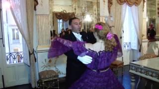 """VIRGINIA RENDA nel salone degli specchi, al cast.di Donnafugata,balla il valzer""""IL GATTOPARDO"""""""