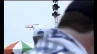 Avião de acrobacias cai em show aéreo durante Vectren Air Show, na cidade de Dayton