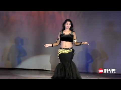 IIT college girls performance in annual gathering 2015 college girl best dance