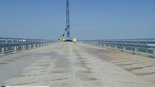 Первую часть моста до Крыма откроют уже этой осенью(Первую часть временного моста через Керченский пролив откроют уже этой осенью. Переправа свяжет Таманскую..., 2015-08-31T20:20:26.000Z)
