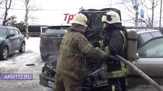 В центре Архангельска загорелся автомобиль