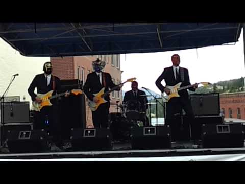 Los Straitjackets in Central City CO