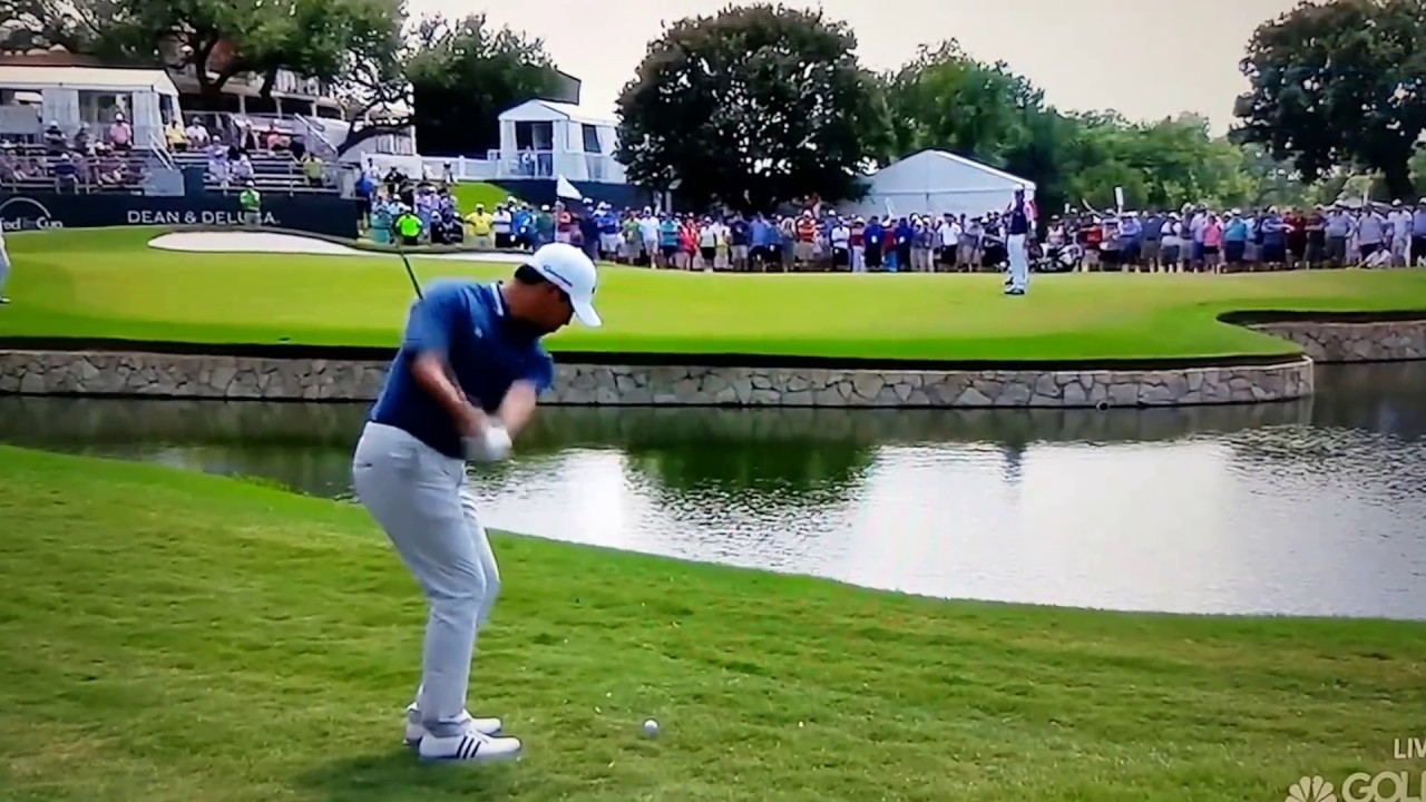 Si Woo Kim puts two balls in the water... and a club! - YouTube