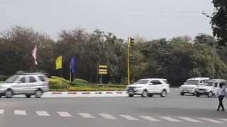 President Pranab Mukherjee's convoy brings traffic to a halt