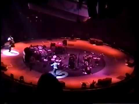 Beastie Boys - Target Center, Minneapolis, MN (Aug 10, 1998)(In the Round)