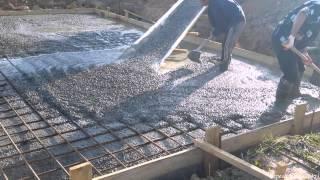 видео Строительство фундамента, монолитная плита, заливка монолитной плиты