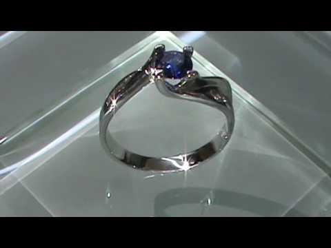 ab651e7306a0 Anillo de compromiso Diamantes y Zafiro en Oro Blanco de 14kt Modelo ...