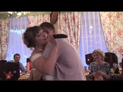 Невеста спела песню на свадьбе