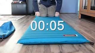 как быстро свернуть в рулон самонадувающийся коврик?