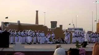 ジャナドリヤ祭・踊るサウジ人男性達