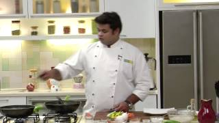 Crispy Noodles With Vegetables And Eggs | Sanjeev Kapoor Khazana