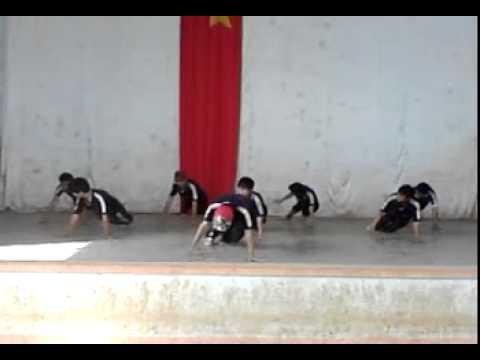 Thể dục nhịp điệu 12b2 nam