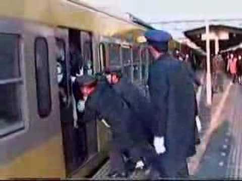 Bahn fahren in Japan - extrem eng!