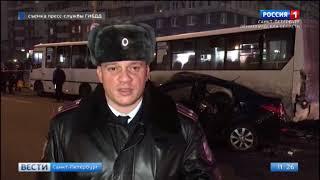 """Смотреть видео У метро """"Беговая"""" столкнулись две легковые машины: один человек погиб, четверо пострадали онлайн"""