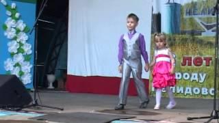 Дефиле малышей и не только. Развлекательная программа дня города(, 2015-09-05T10:49:05.000Z)