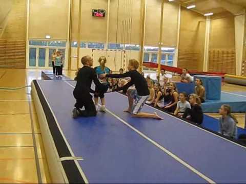 Helsinge Gymnastik Minipiger Rødt hold
