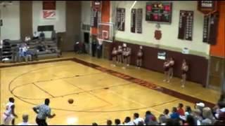白熱したバスケットボールの試合で誰もが驚くような神技が炸裂!