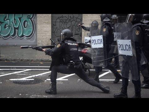 Cargas policiales en la Escola Ramón Llull durante el Referéndum 1-O en Barcelona