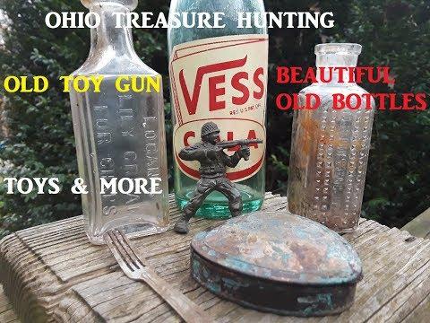Ohio Treasure Hunting DIGGING OLD DUMP Bottles Toys & MORE