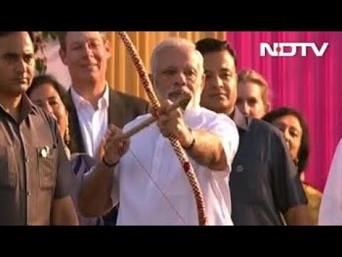 Bow Fails, PM Modi Throws Arrow At Ravana With A Smile. Watch