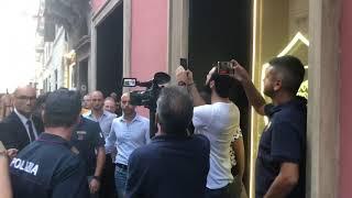 Cengiz Under al Roma Store di Via del Corso per presentare la terza maglia. Presenti 100 tifosi